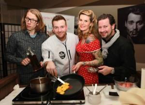 Sänger und Kabarettist Blonder Engel, Sat 1-Koch-Show-Gewinner Jan Aigner, die Restaurant Arkadenhof-Chefs Jenny und Rene Weber