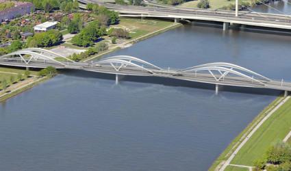 Neue Donaubrücke im Zeitplan, aber noch fehlen richtige Ideen für die Brückenköpfe