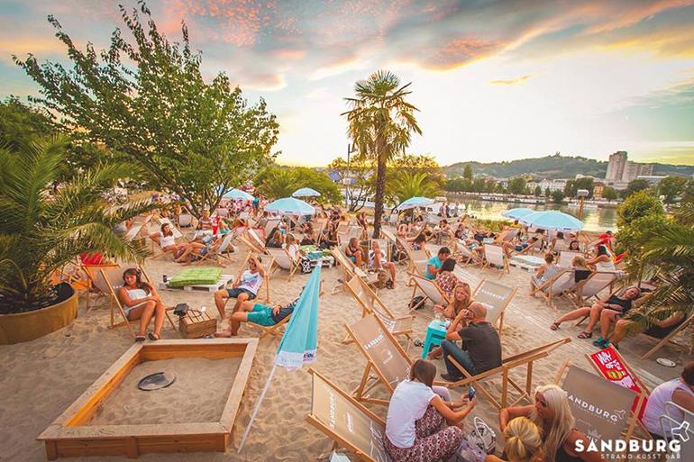 WM-Feeling unter freiem Himmel: die Sandburg im Donaupark