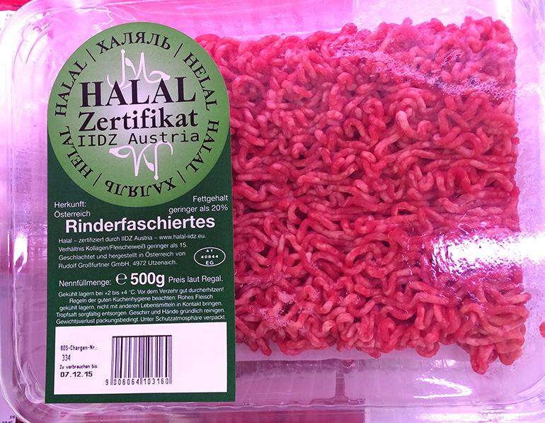 Auch die Handelskette MERKUR bietet vermehrt 'HALAL'-Fleisch an.