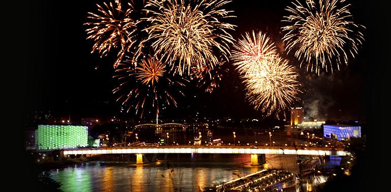 Vom Schloss aus gesehen: Blick auf Linz im Silvesterkleid