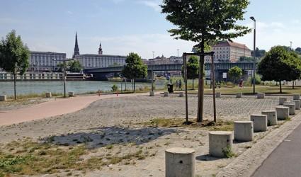 """""""Das Ganze riecht schon nach altem Fett"""": Nicht nur der Parkplatz, auch der Urfahraner Jahrmarkt braucht eine Neukonzeption"""