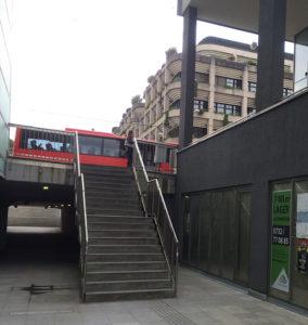 """Unter dem Stiegenabgang beim Brückenkopf Urfahr befindet sich der Eingang des neuen Tanzclubs """"SPIELPLATZ"""""""