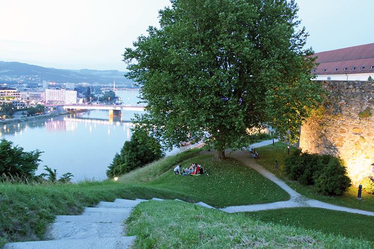 Bier mit Aussicht: der Linzer Schlosspark