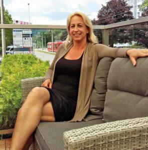 Sympathische Gastgeberin im Café SKYGARDEN: Linde Schartner