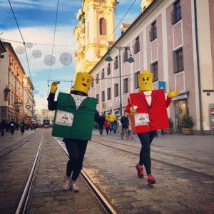 Beim Linzer Silvesterlauf sind traditionell viele kostümierte Läufer mit dabei.