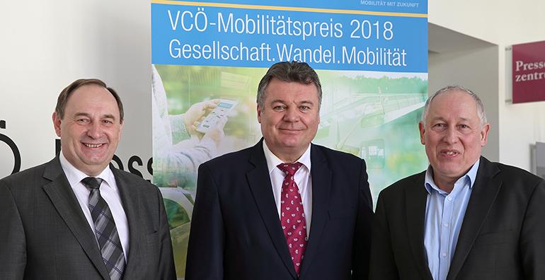 Werner Baltram (ÖBB Infrastruktur AG), LR für Infrastruktur Günther Steinkellner und Willi Nowak (Geschäftsführer des VCÖ) bei der Pressekonferenz zum Auftakt des VCÖ-Mobilitätspreises OÖ 2018.