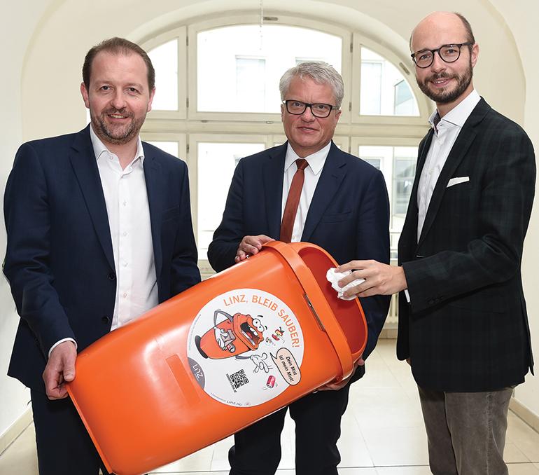 Kampf dem Mist: Bürgermeister Klaus Luger (Mitte), Vizebürgermsiter Detlef Wimmer (r.) und Vizebürgermeister Bernhard Baier (l.)