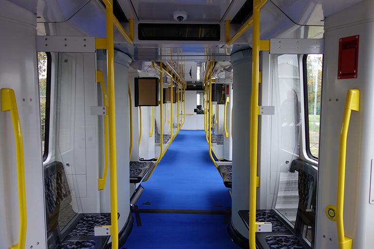 Auch für Linz eine Lösung? Berliner U-Bahngarnitur der Baureihe IK – mit etwa gleicher Breite der Linzer Straßenbahn und Längsbestuhlung