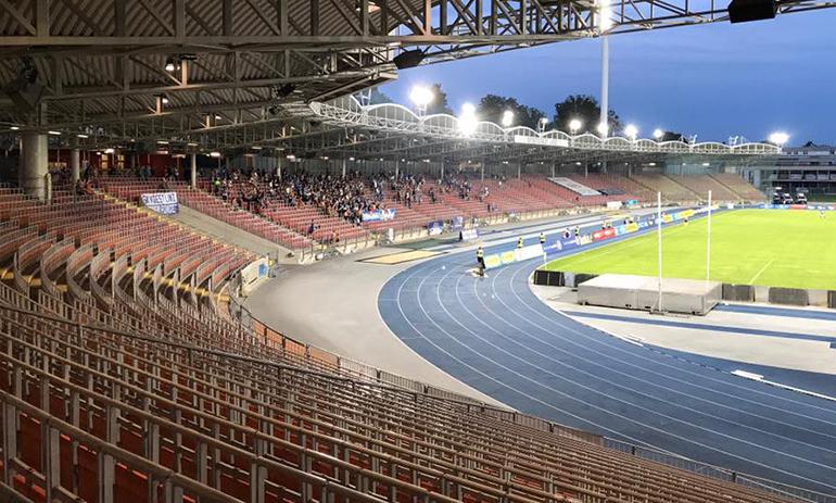 Trist: der Publikumszuspruch bei den Heimspielen des FC Blau-Weiß Linz, der momentan als Einziger auf der Gugl spielt.