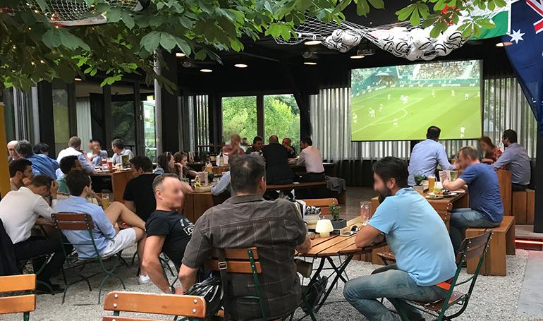 Gastgarten trifft WM: Lauschig-schattige WM-Atmo im JOSEF