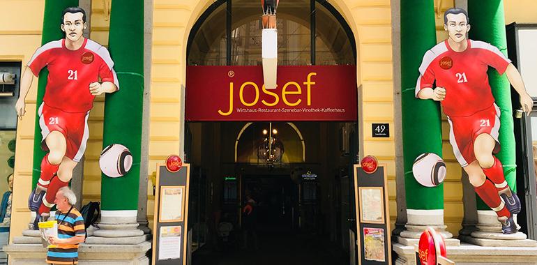 Der Eingang zur JOSEF WM Arena