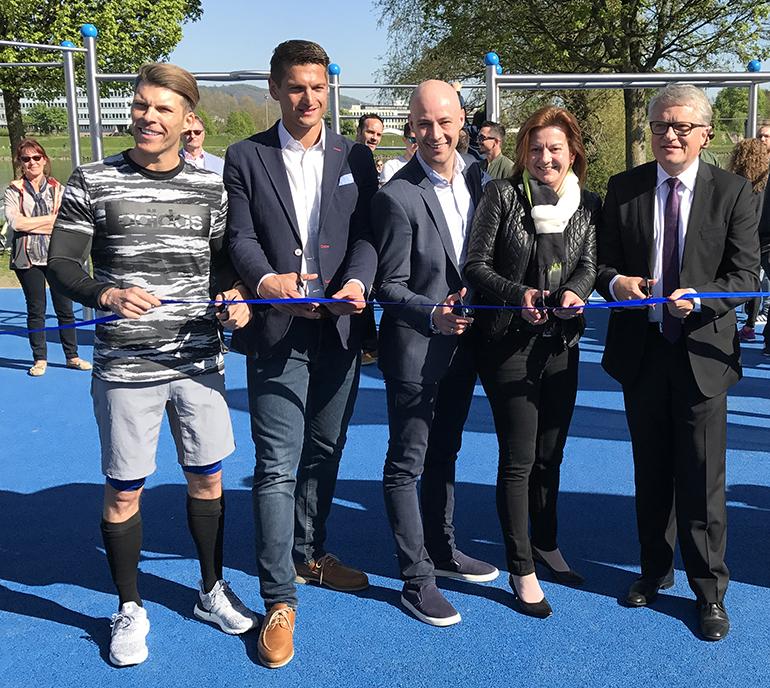 Florian Gschwandtner (l.) bei der Eröffnung des Fitnessparks in Urfahr im Mai 2017