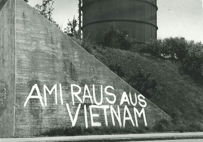 Vietnam-Schmieraktion 1966 bei der Linzer VOEST-Einfahrt