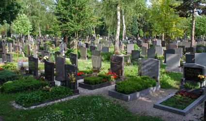 """""""Promi-Rallye"""" am Barbara-Friedhof"""