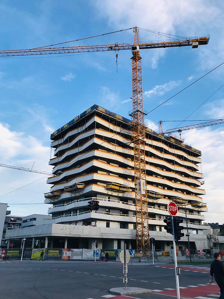 """61 Meter hoch und 167 Wohnungen: Das neue Hochhaus im Stadtteil """"Grüne Mitte"""" wird 2019 fertiggestellt."""