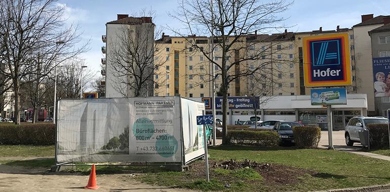 Außer diesem Bauschild ist seit zwei Jahren vom Bulgari Tower noch nicht viel zu sehen...