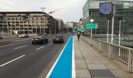 Radweg-Nadelöhr auf der Nibelungenbrücke soll durch Farbstreifen entschärft werden