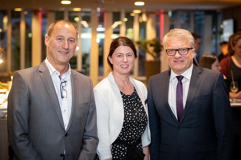 In Feierlaune: Hoteldirektor Thomas Eder, Verkaufsdirektorin Monika Nöbauer und Bürgermeister Klaus Luger (Foto: Ludwig Pullirsch)