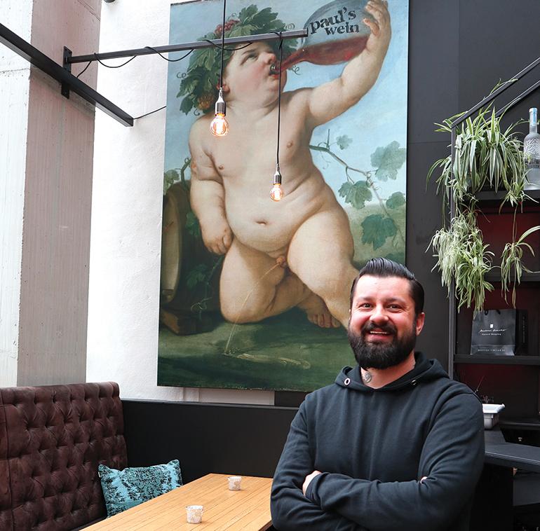 Göttliches Ambiente: Paul Gürtler in der neugestalteten Galerie im ersten Stock