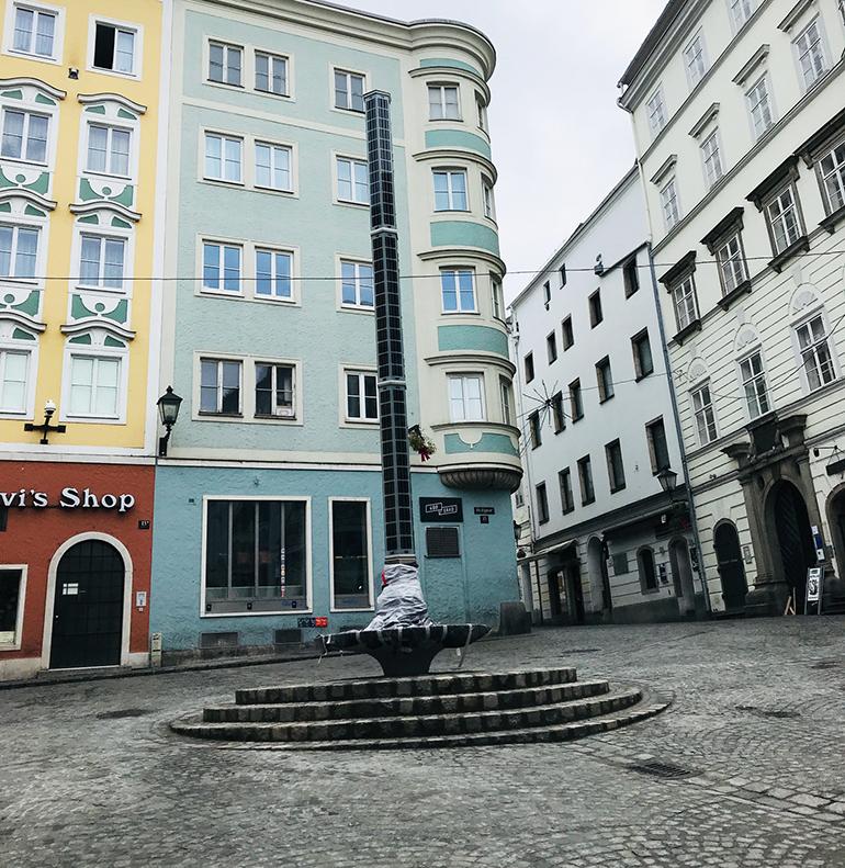"""Der """"Lichtbrunnen"""" in der Linzer Altstadt"""