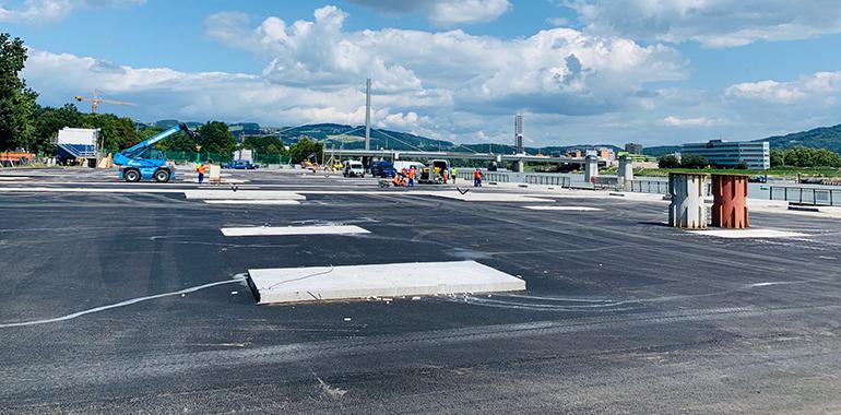 """Die 12.000 Quadratmeter große, geteerte und betonierte """"Manipulationsfläche"""" bei der Neuen Donaubrücke soll bis 2021 einer Naherholungszone am Wasser weichen"""
