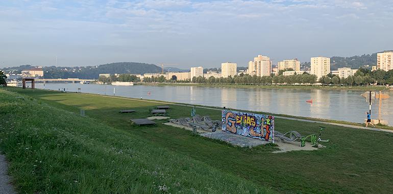 Ein gutes Drittel des Donauparks ist bereits von Schiffs-Anlegestellen in Beschlag genommen, jetzt soll auch der östliche Teil des Parks mit Anlegestellen ausgestattet werden.