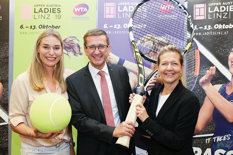 V.l.: Turnierbotschafterin Barbara Schett , Landesrat Markus Achleitner und Turnierdirektorin Sandra Reichel. (Foto: GEPA)