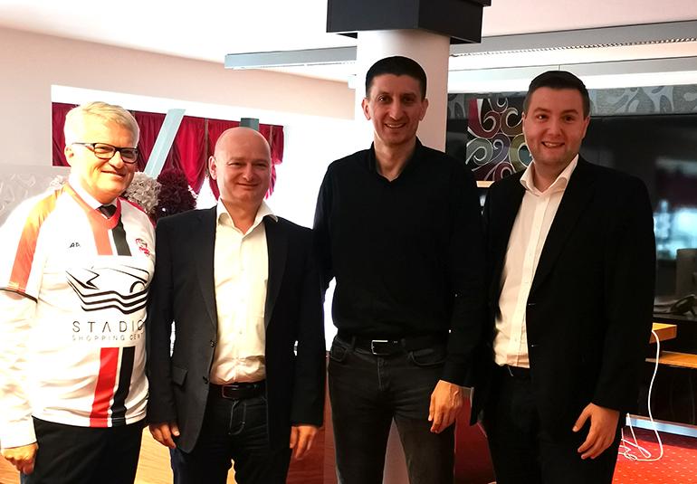 Die Linzer Abordnung rund um Bürgermeister Klaus Luger (l.) in Belgrad