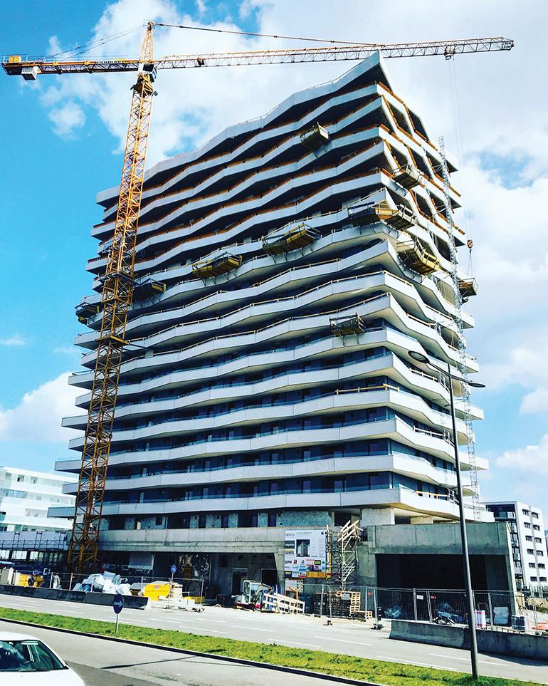 """Und so baut Linz heute Hochhäuser: die """"Lenau Terrassen"""" in direkter Nachbarschaft zum Hochhaus-Oldie."""