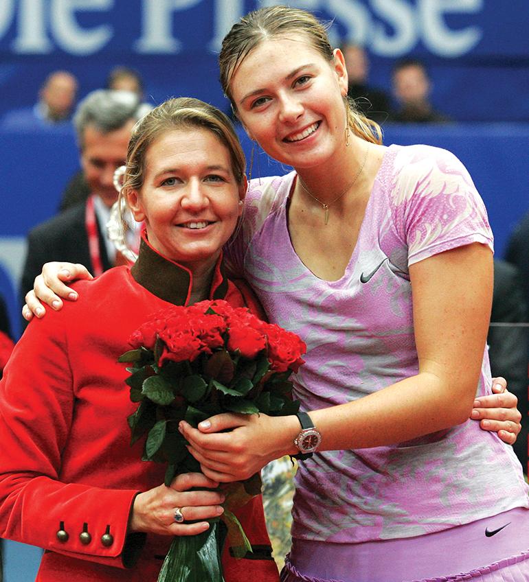 Turnierdirektorin Sandra Reichel mit der Linz-Siegerin von 2006, Maria Sharapova (RUS). Foto: GEPA pictures/ Doris Hoefler