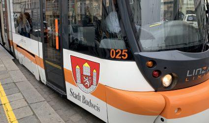 """Fahren bald """"Städtepartnerschafts-Straßenbahnen"""" durch Linz?"""